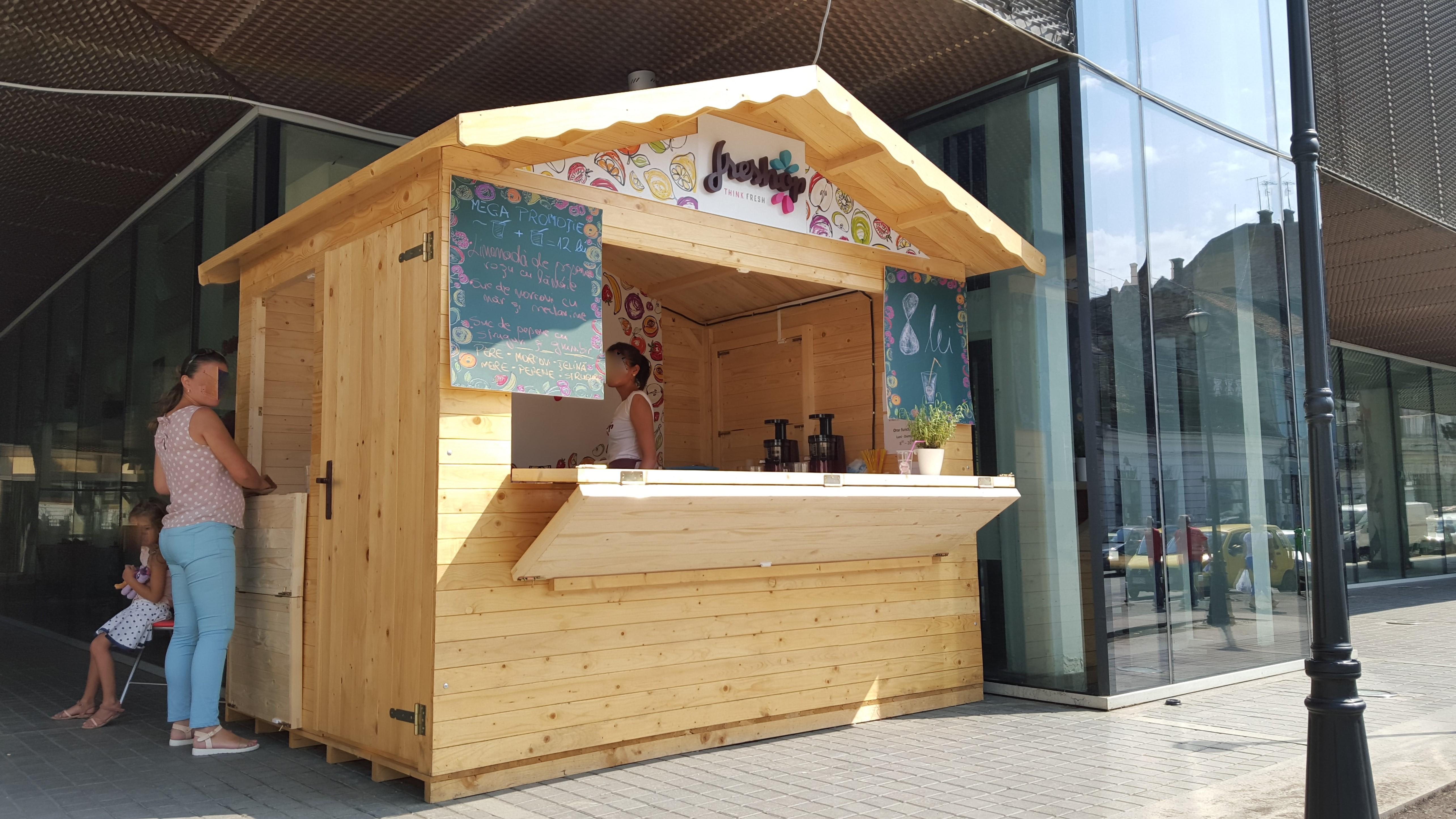 chiosc comercial din lemn